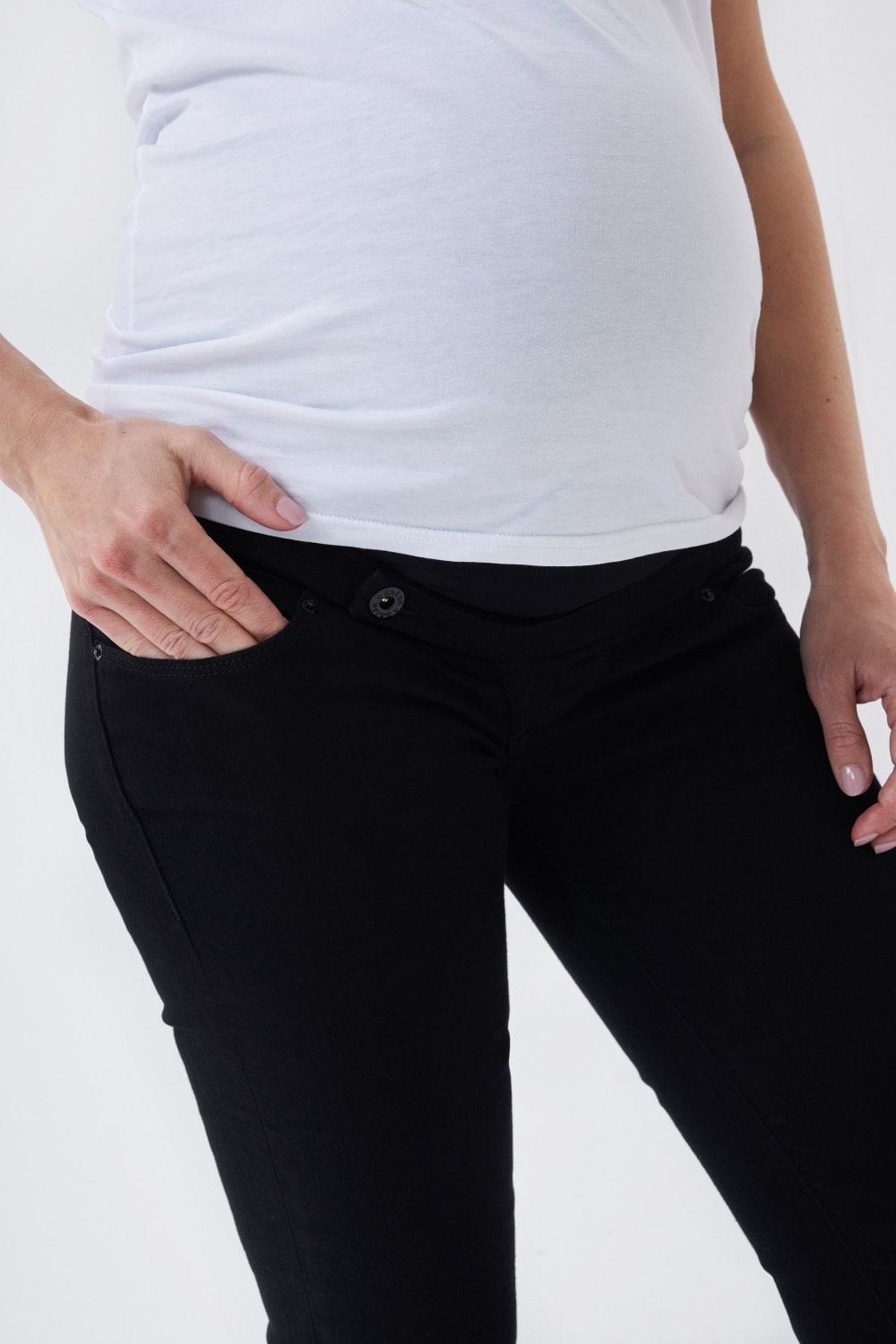 Hope capri maternity jeans in true back denim with narrow leg - Salsa