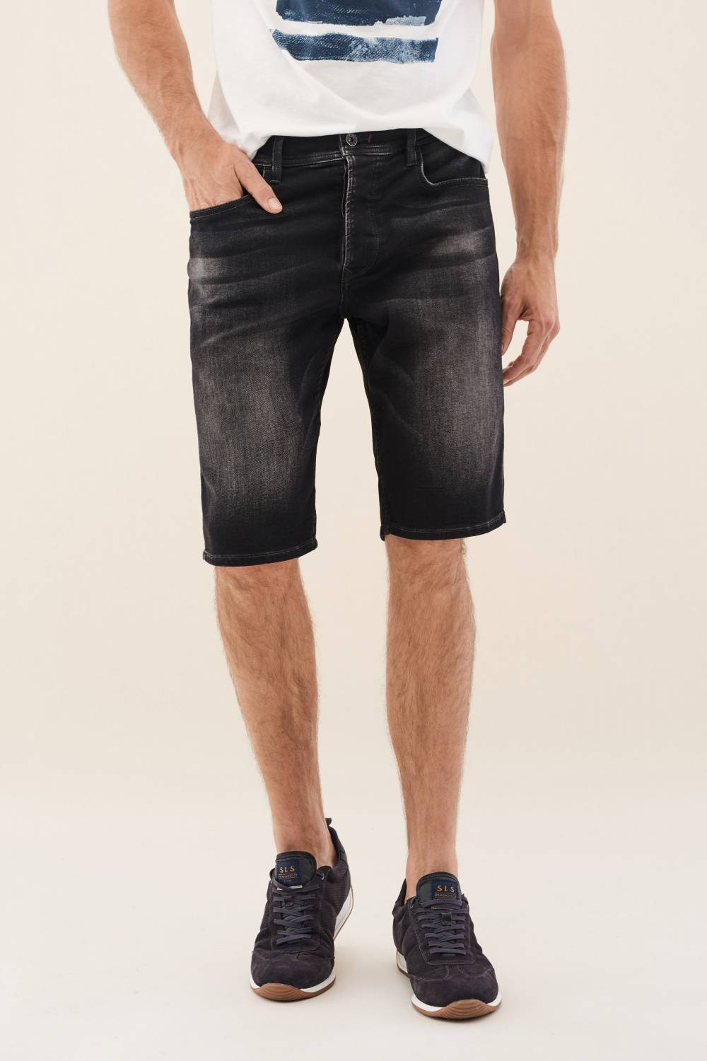 Loose jogger shorts in rinsed black - Salsa