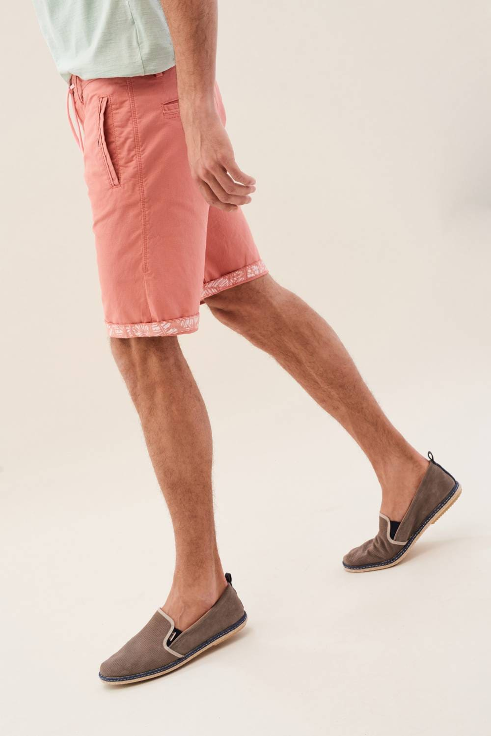 Chino shorts in colour fabric - Salsa