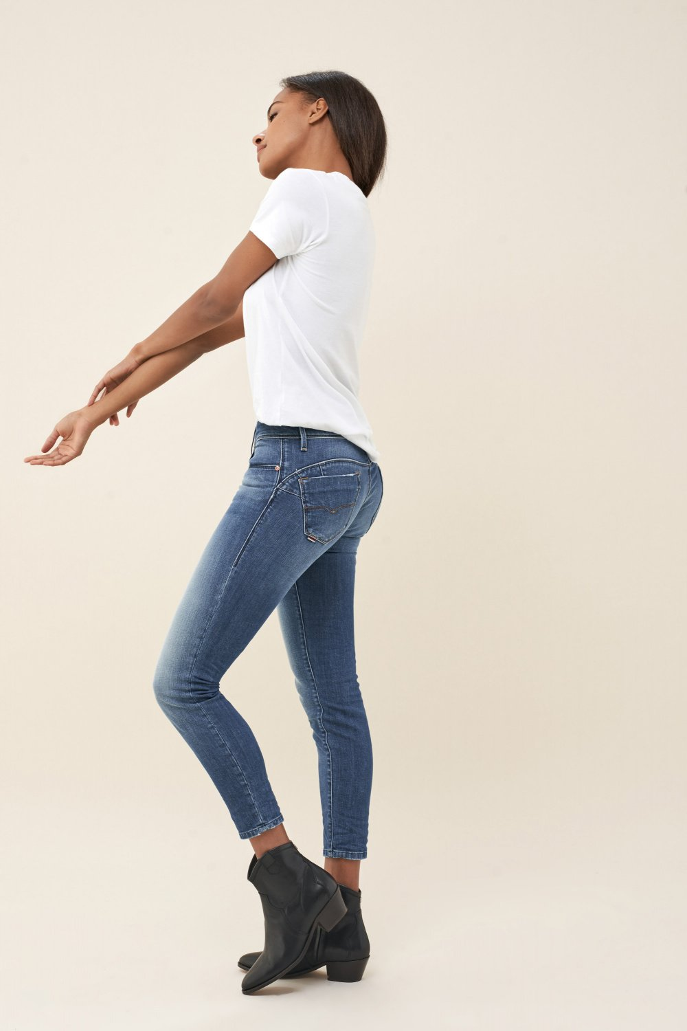 Vaqueros wonder push up capri en denim lavado - Salsa