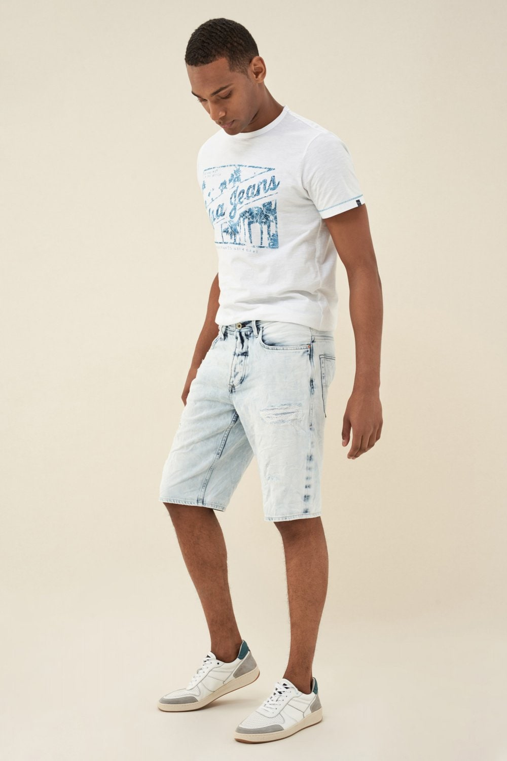 Shorts Brandon Loose, in hellem Denim, mit Destroy-Stellen - Salsa