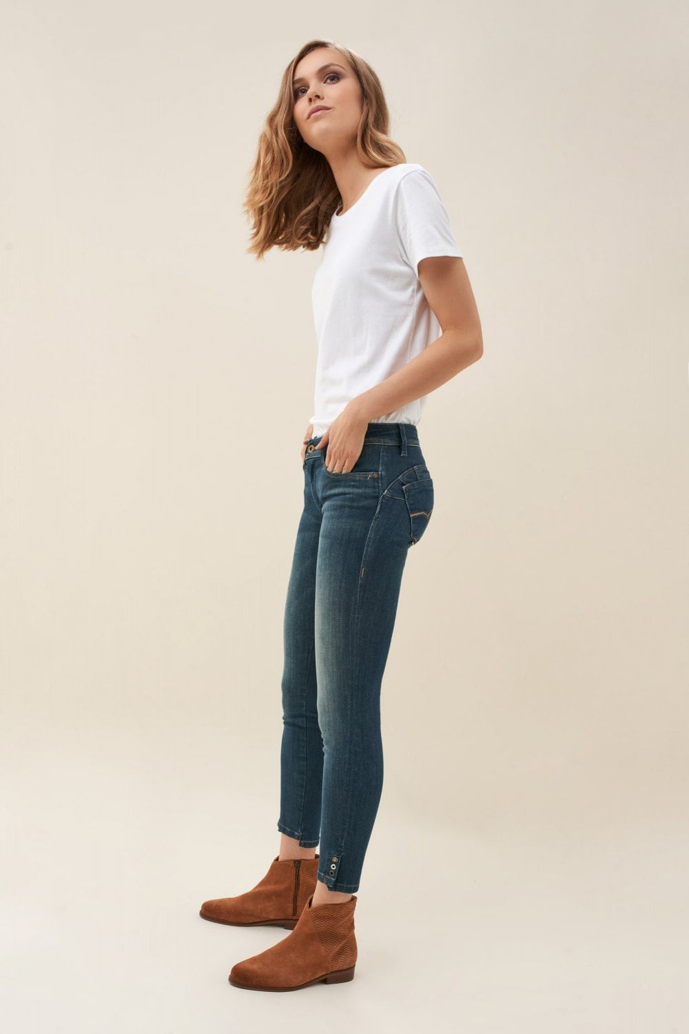 Push Up Wonder capri jeans with detail on hem - Salsa
