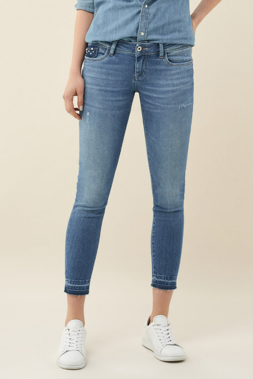Jeans Shape Up Push Up capri com tachas - Salsa