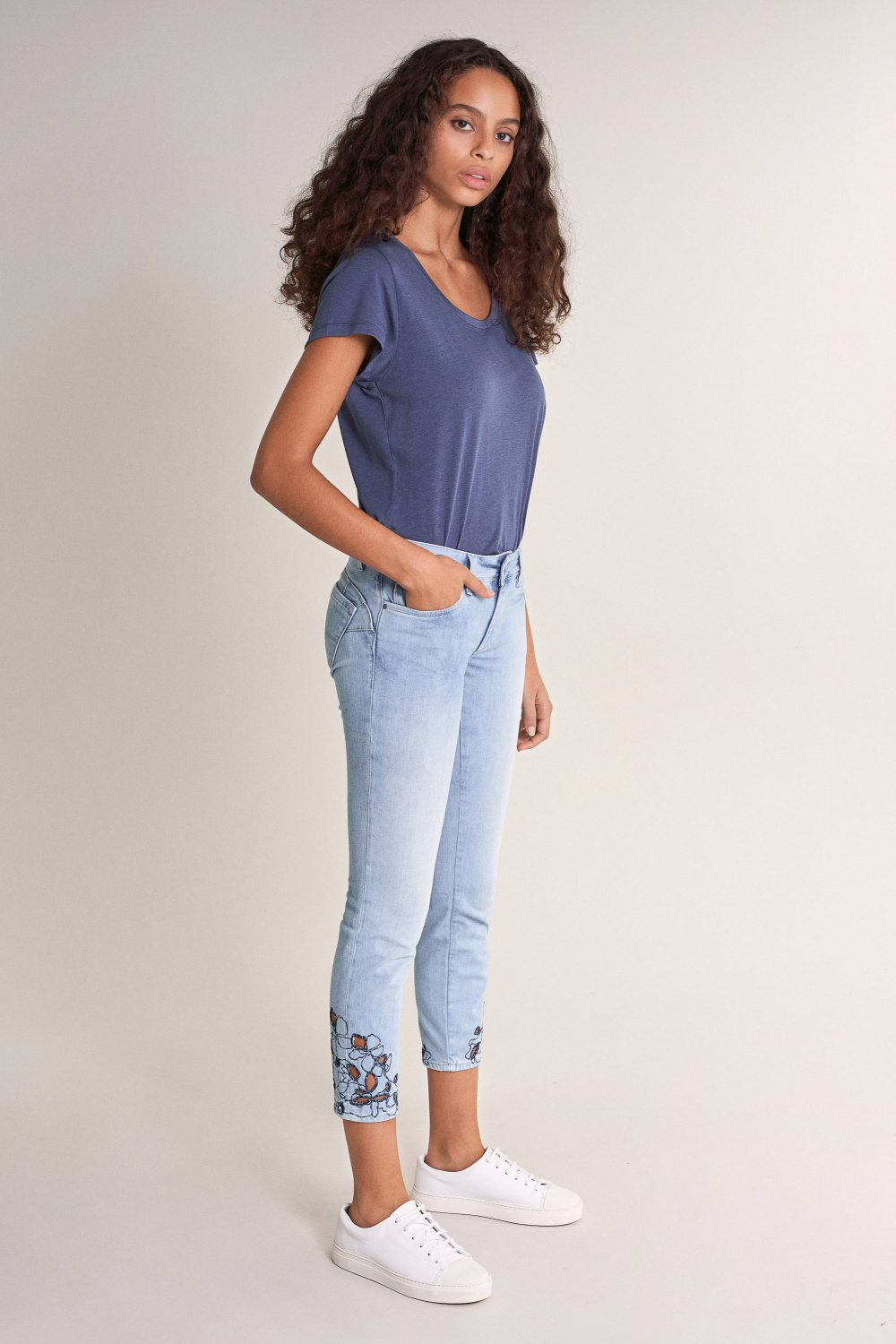 Push Up Wonder capri jeans with embroidered hem - Salsa