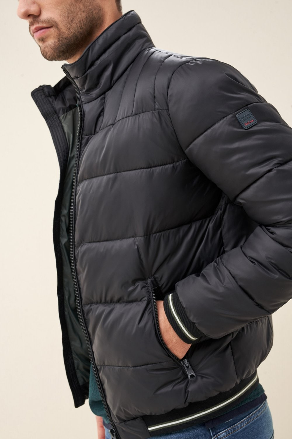 Short puffer jacket with detachable hood - Salsa