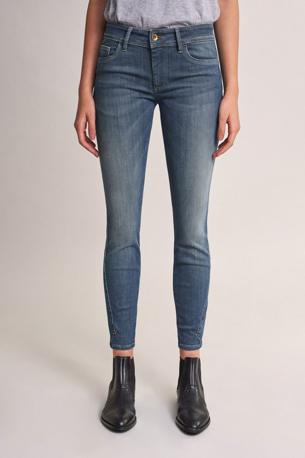 Jeans Push Up Wonder capri com detalhe cravos - Salsa