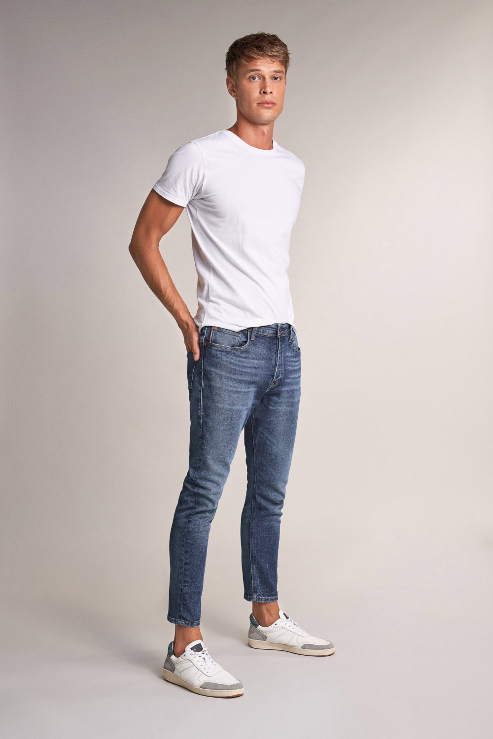 Karl loose slim jeans with wear - Salsa