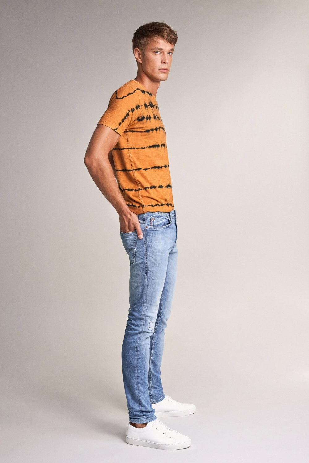 Slender slim carrot ready to go jeans with wear - Salsa