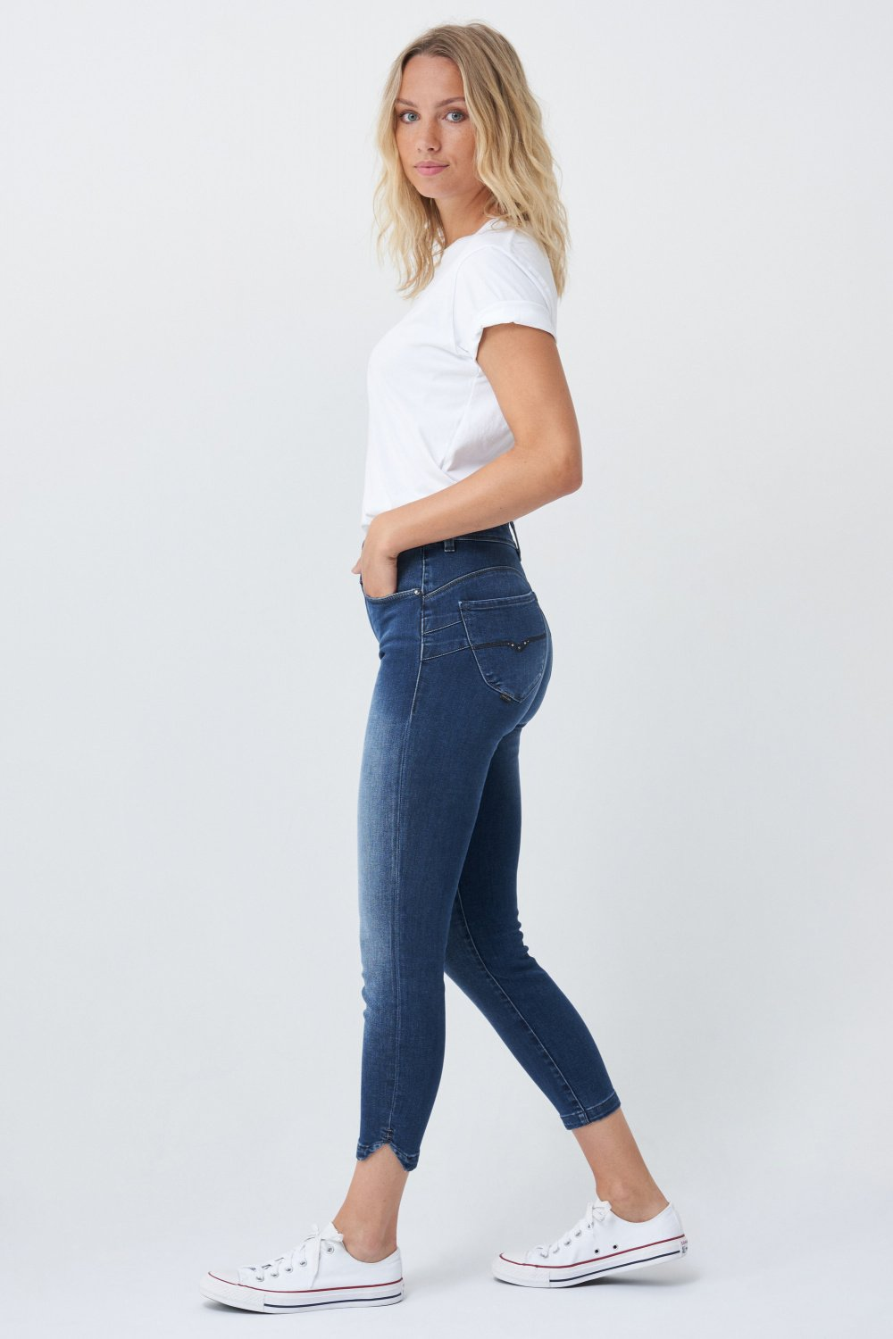Push In Secret capri jeans with embroidered details - Salsa