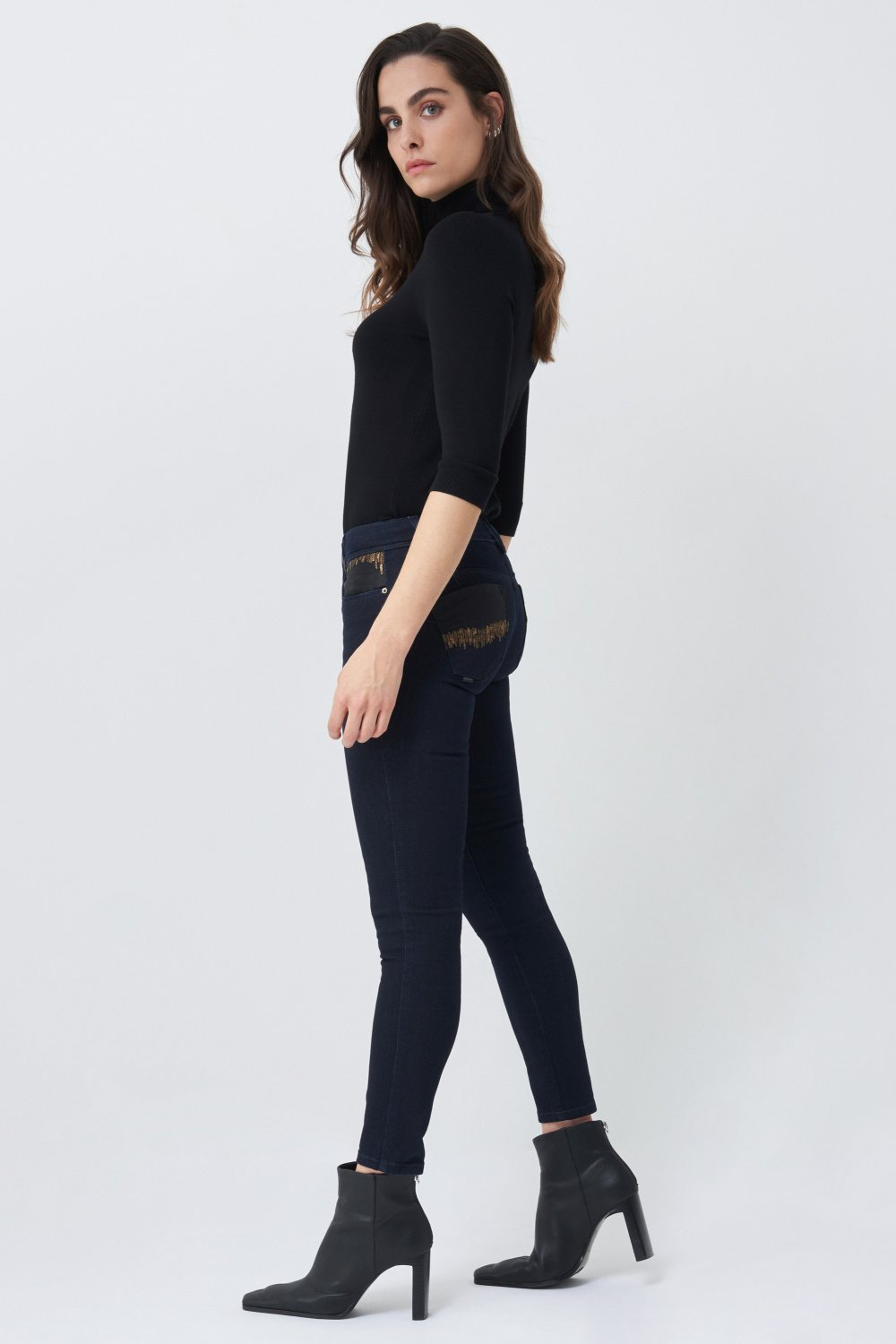 Push up Wonder capri jeans with sparkles and organza - Salsa